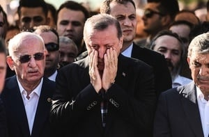 土耳其叛軍F16一度鎖定專機 總統逃過死劫