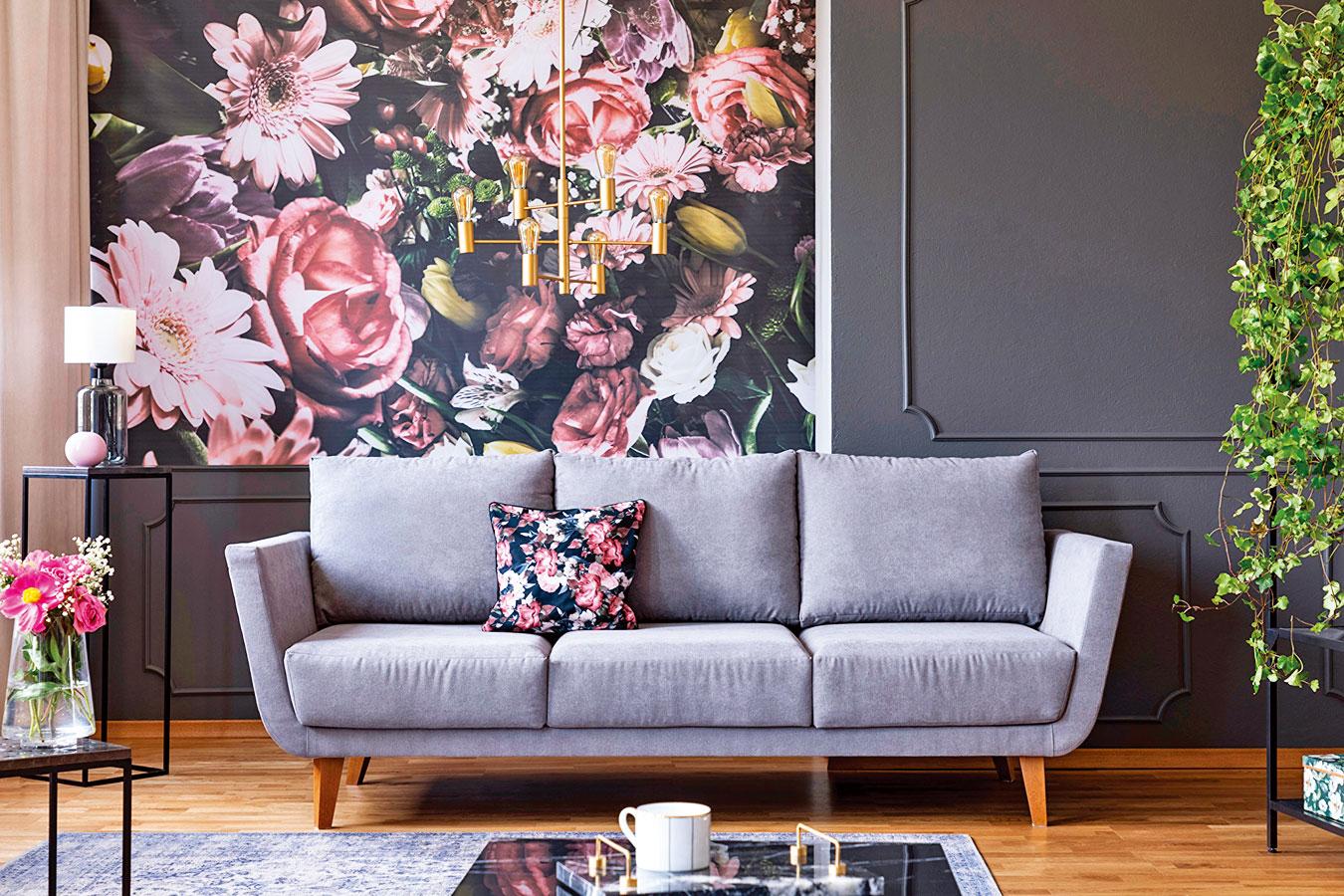 花卉圖案將以嶄新的面貌捲土重來,帶給我們更時尚的風格選擇。(shutterstock)