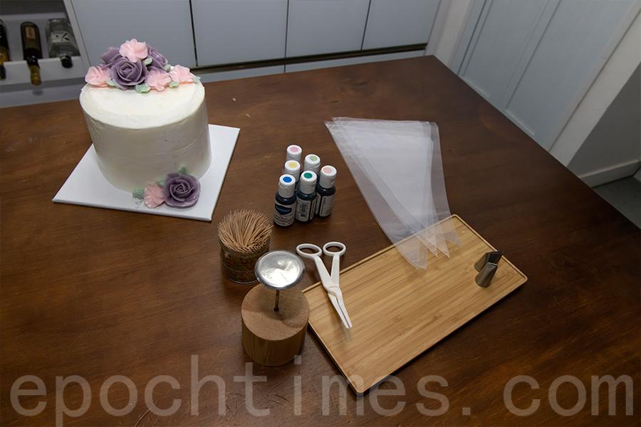 裱花蛋糕製作工具。(陳仲明/大紀元)
