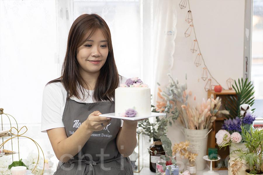 在烘培班中,Yuki也希望自己並非單純地教學生們技巧,而是希望「生命影響生命」,帶出一些正向的訊息。(陳仲明/大紀元)