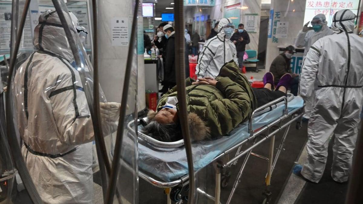 由於中共隱瞞,導致武漢肺炎疫情失控,感染死亡人數超乎外界想像。(HECTOR RETAMAL/AFP via Getty Images)
