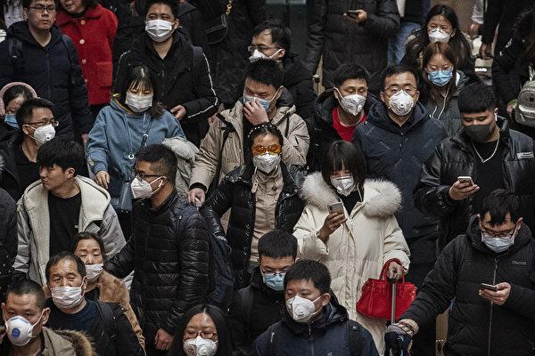 肺炎疫情引發全中國恐慌,中共不僅信息封鎖,還在背後用媒體帶動與論風向。(Kevin Frayer/Getty Images)
