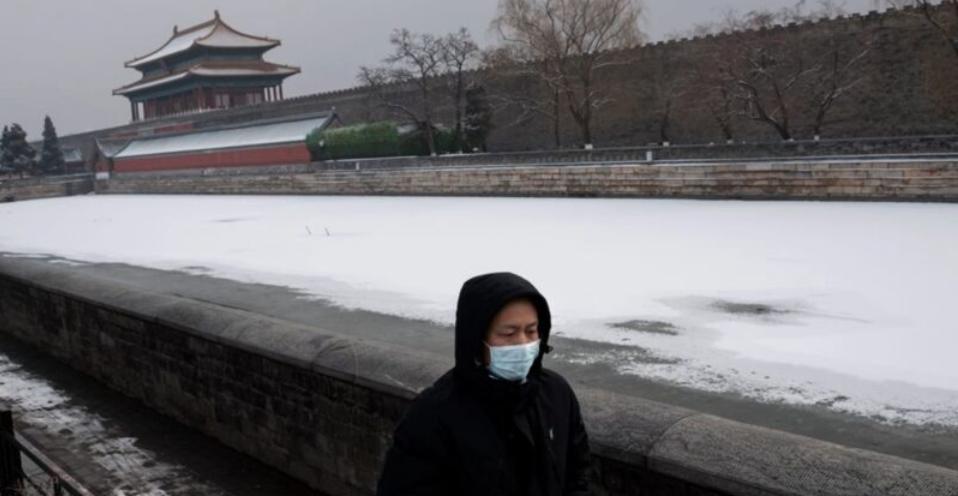 武漢肺炎攻入北京,醫護人員群體感染。(NICOLAS ASFOURI/AFP via Getty Images)