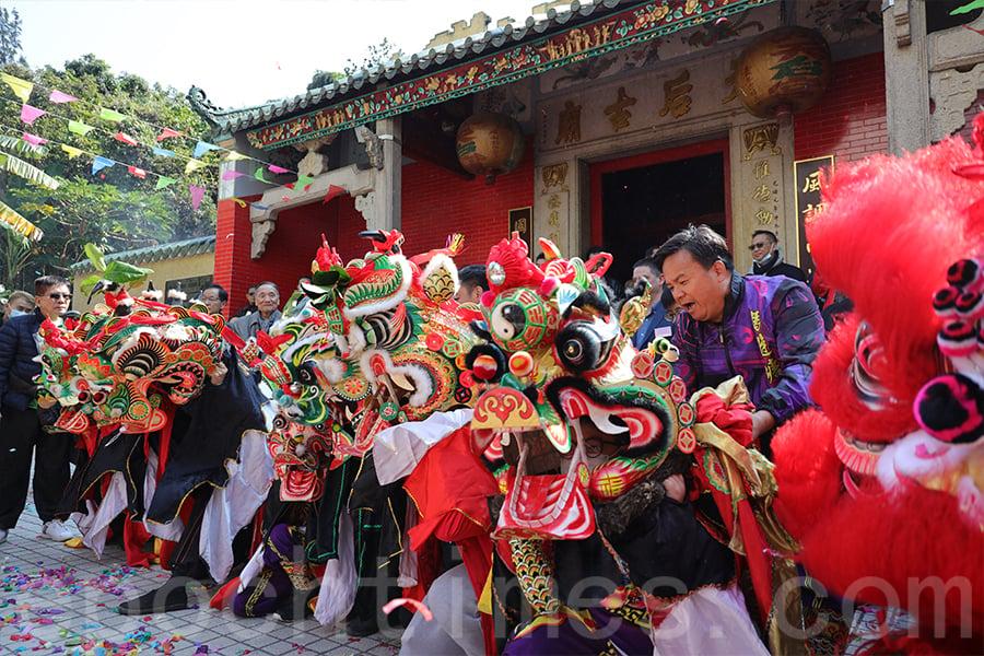 每年正月初三在坑口天后古廟都會舉辦新春團拜活動,各村的麒麟隊都可以在活動中一展身手。(陳仲明/大紀元)