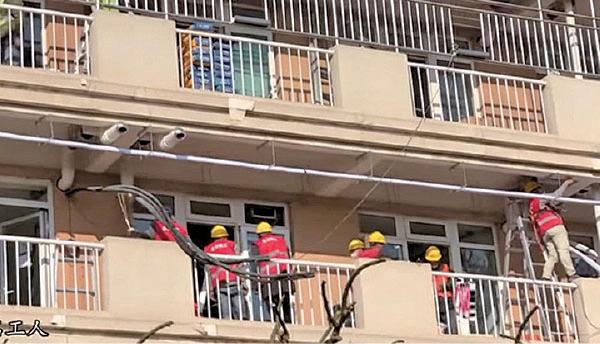 小湯山醫院外貌,裝上鐵枝。(視頻截圖)