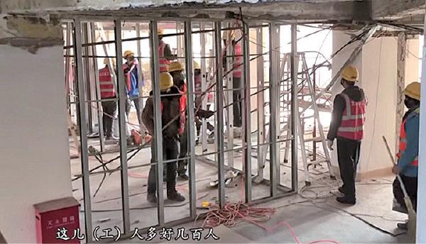 幾百名工人修葺小湯山醫院內部。(視頻截圖)