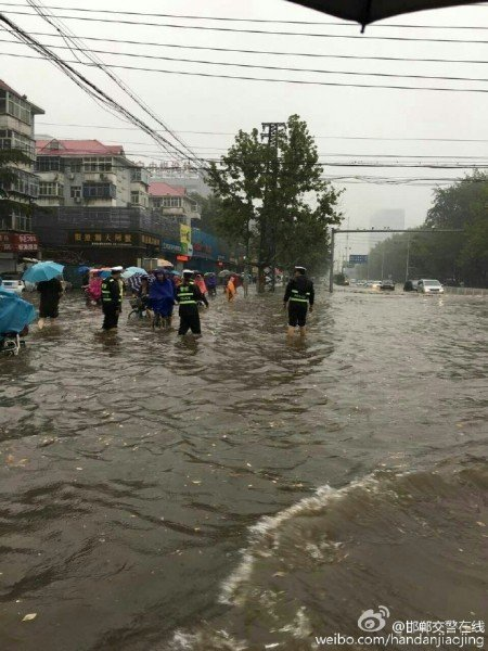 2016年7月19日5時20分邯鄲市氣象台發布暴雨紅色預警。邯鄲市內澇嚴重。(網絡圖片)