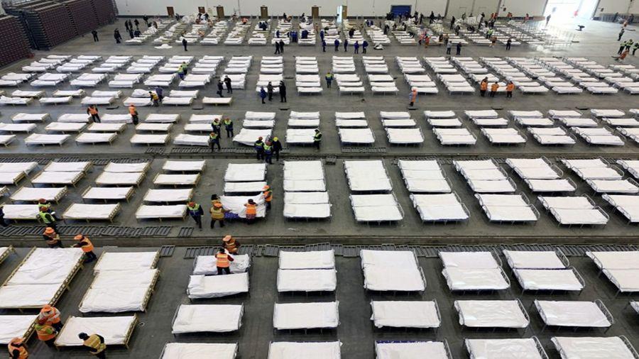 武漢隔離點內部駭人 千名患者睡通鋪
