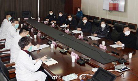 日前,網上流傳多張中共官員視察防疫工作的圖片,引發網民熱議。(網絡圖片)