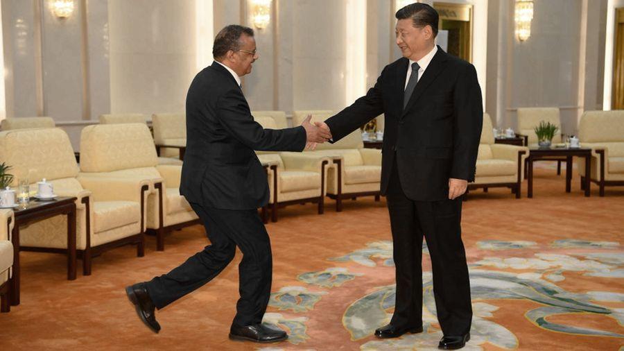 1月28日,譚德塞(左)在北京與習近平(右)見面。(Naohiko Hatta-Pool/Getty Images)