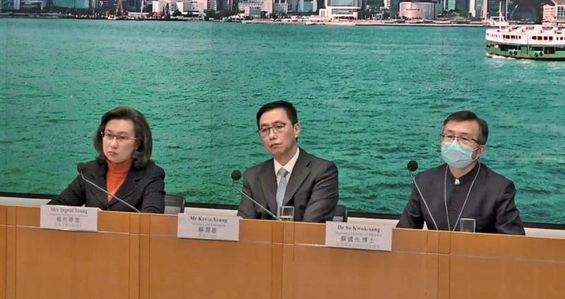 █教育局昨日舉行記者會,宣佈全港學校暫定最早在3月2日復課,又研究了兩個方案舉行DSE。(肖龍/大紀元)