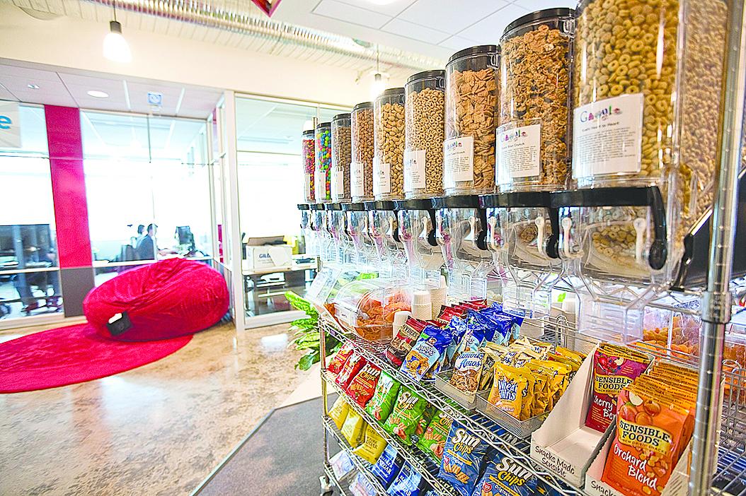 購買小包裝的零食,可以避免我們一次吃下太多。
