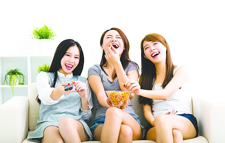 與親朋好友共享零食,開心又放鬆!