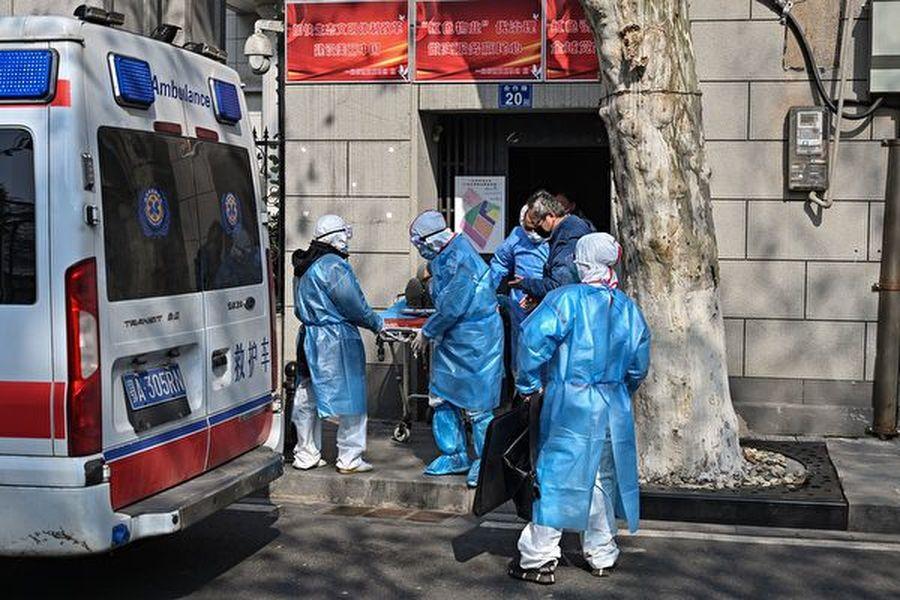 武漢疫情蔓延,死亡人數劇增,武漢殯儀館24小時運轉。圖為示意圖。(HECTOR RETAMAL/AFP via Getty Images)