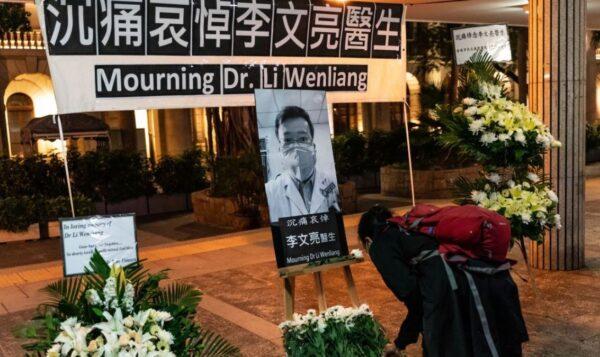 香港市民2月7日自發悼念李文亮的臨時祭拜點。(Anthony Kwan/Getty Images)