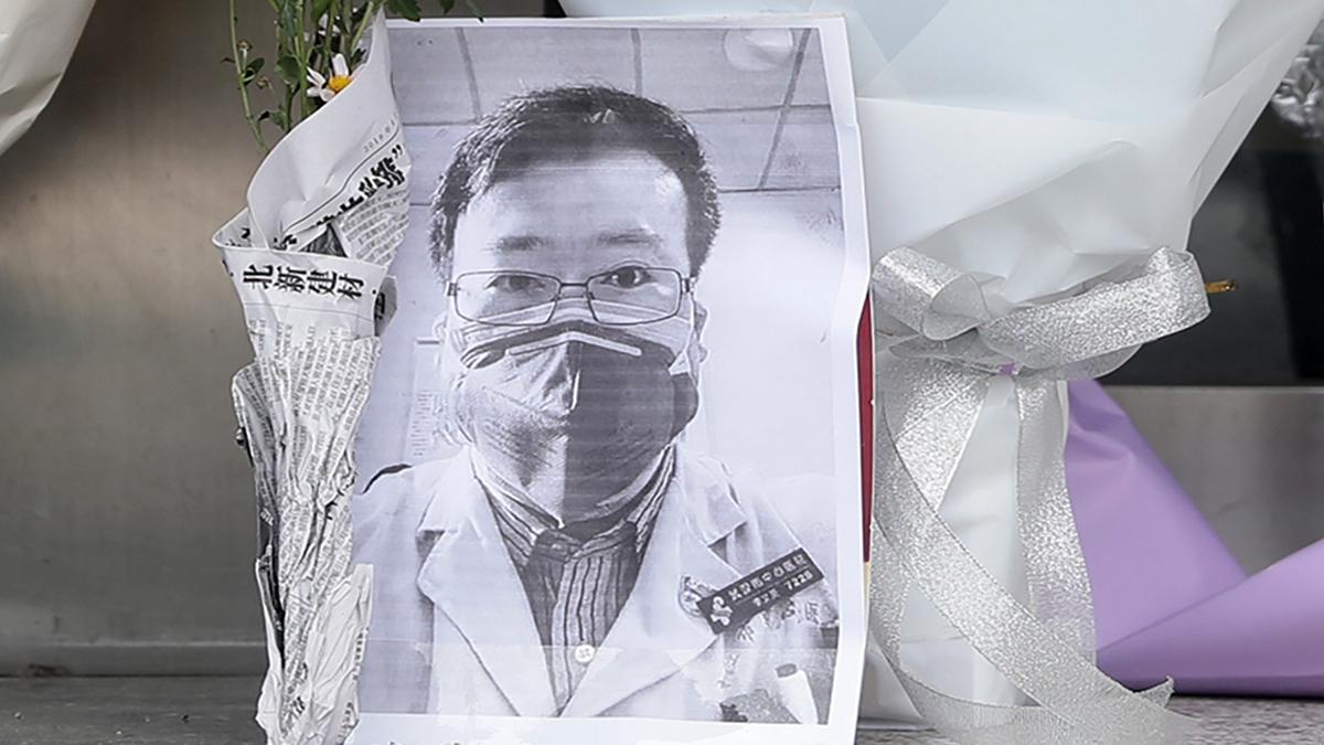 最早公布武漢中共肺炎疫情的李文亮醫生6日晚去世,年僅34歲。(STR/AFP via Getty Images)