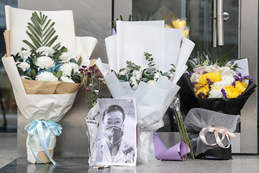 外媒分析認為,武漢醫生李文亮的死加劇了一場危機,令中共統治正在動搖。(STR/AFP via Getty Images)