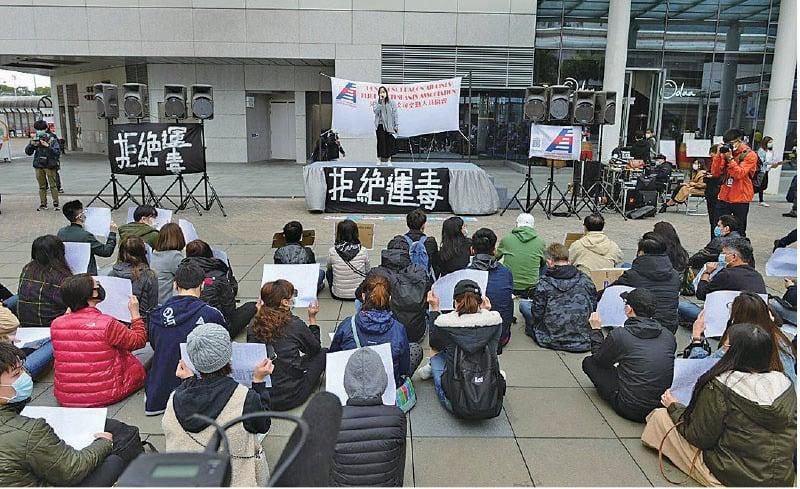 港龍航空公司空勤人員協會昨日集會,要求港龍暫停飛大陸航班,否則會發動罷工。(宋碧龍/大紀元)