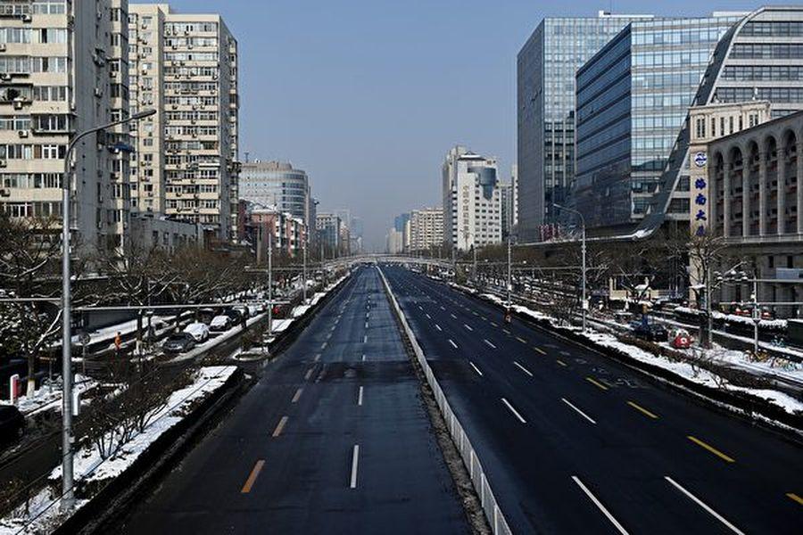 經濟學家普遍預計,疫情將重創中國大陸經濟。圖為2020年2月7日北京空蕩蕩的街道。(AFP/Getty Images)