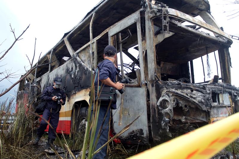 2016年7月19日,大陸旅遊團遊覽車發生自撞燃燒的嚴重事故,造成26人死亡。(SAM YEH/AFP/Getty Images)