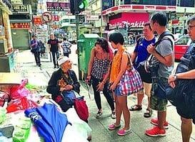 睡婆婆跌傷入院 熱心街坊保管財物