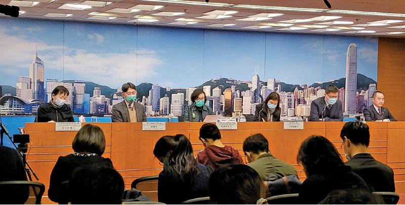 政府昨日公佈本港武漢肺炎確診個案,至今有1,193人須接受14天自我隔離,當中有兩人失聯將發出通緝令。(郭威利/大紀元)