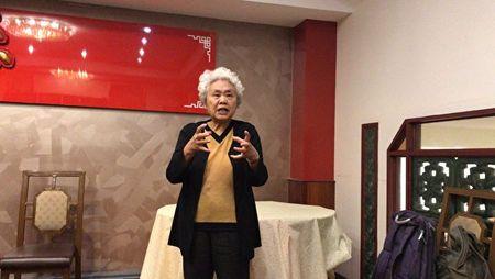 2月10日,獨立中文筆會副會長、齊氏文化基金會負責人齊家貞女士在會上發言。(主辦方提供)