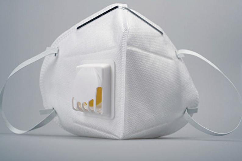 這種帶呼氣閥的口罩能夠排出呼氣,減少呼氣阻力,同時讓口罩內部保持涼爽,提升配戴的舒適度。(Shutter stock)