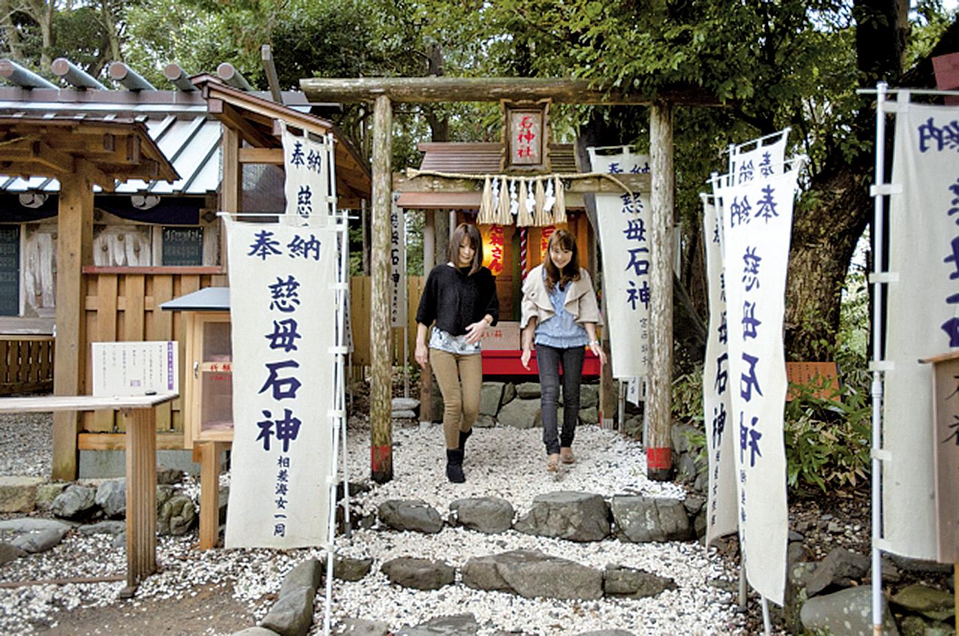 神明神社供奉著石神大人。