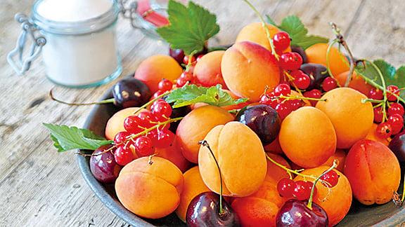 「五果為助」,杏果味苦,幫助人體肺臟。(pixabay)