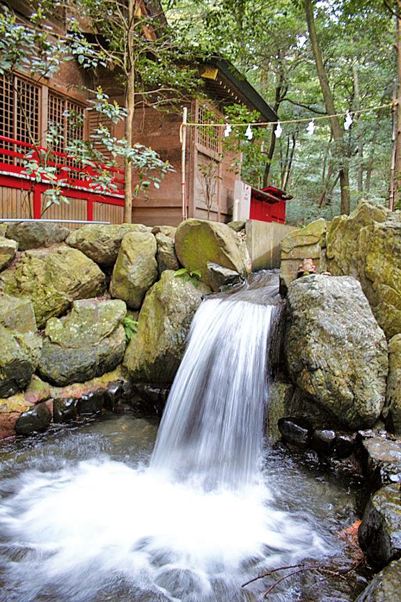 椿大神社瀑布。