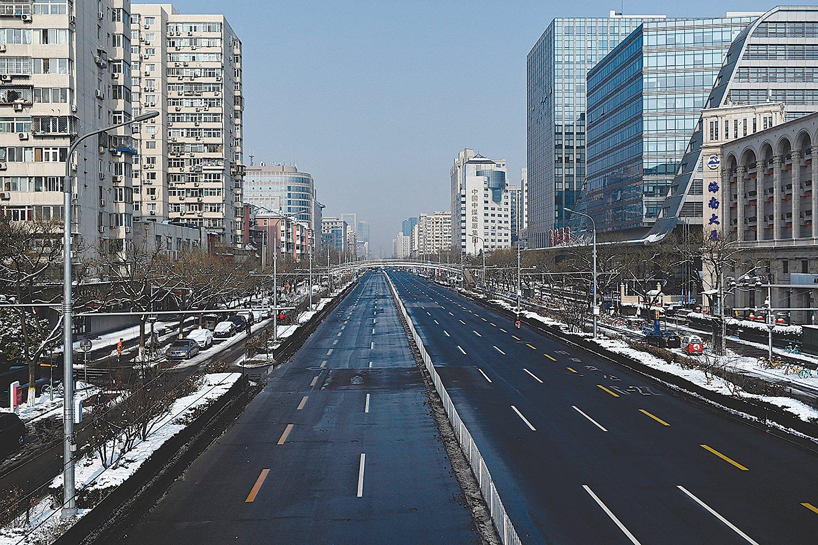經濟學家普遍預計,疫情將重創中國大陸經濟。圖為2020年2月7日北京空蕩蕩的街道。 (AFP / Getty Images)