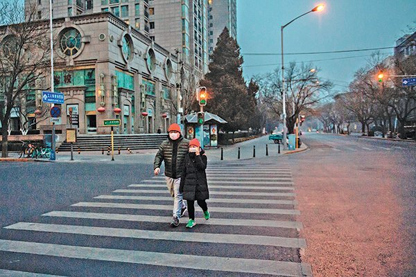 2020年1月28日是正月初四,但北京街頭空空盪盪,如同「鬼城」。但如果你那時在中國國內,卻根本無法在網上看到有關疫情的消息,還以為一切「歲月靜好」。(AFP)