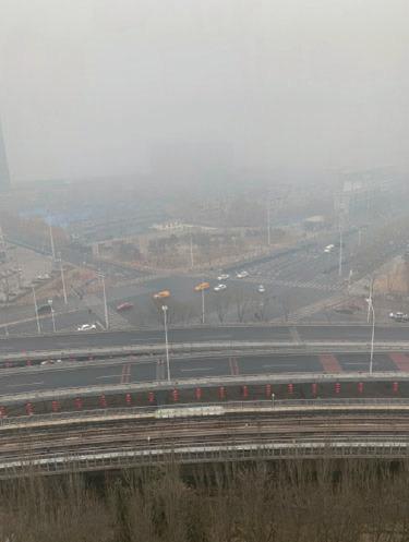 受武漢肺炎疫情影響,大陸工廠生產幾乎停工,但京津冀仍出現陰霾天氣。昨(13日)北京陰霾天氣尤為嚴重,據指創下近三年新高。(網絡圖片)