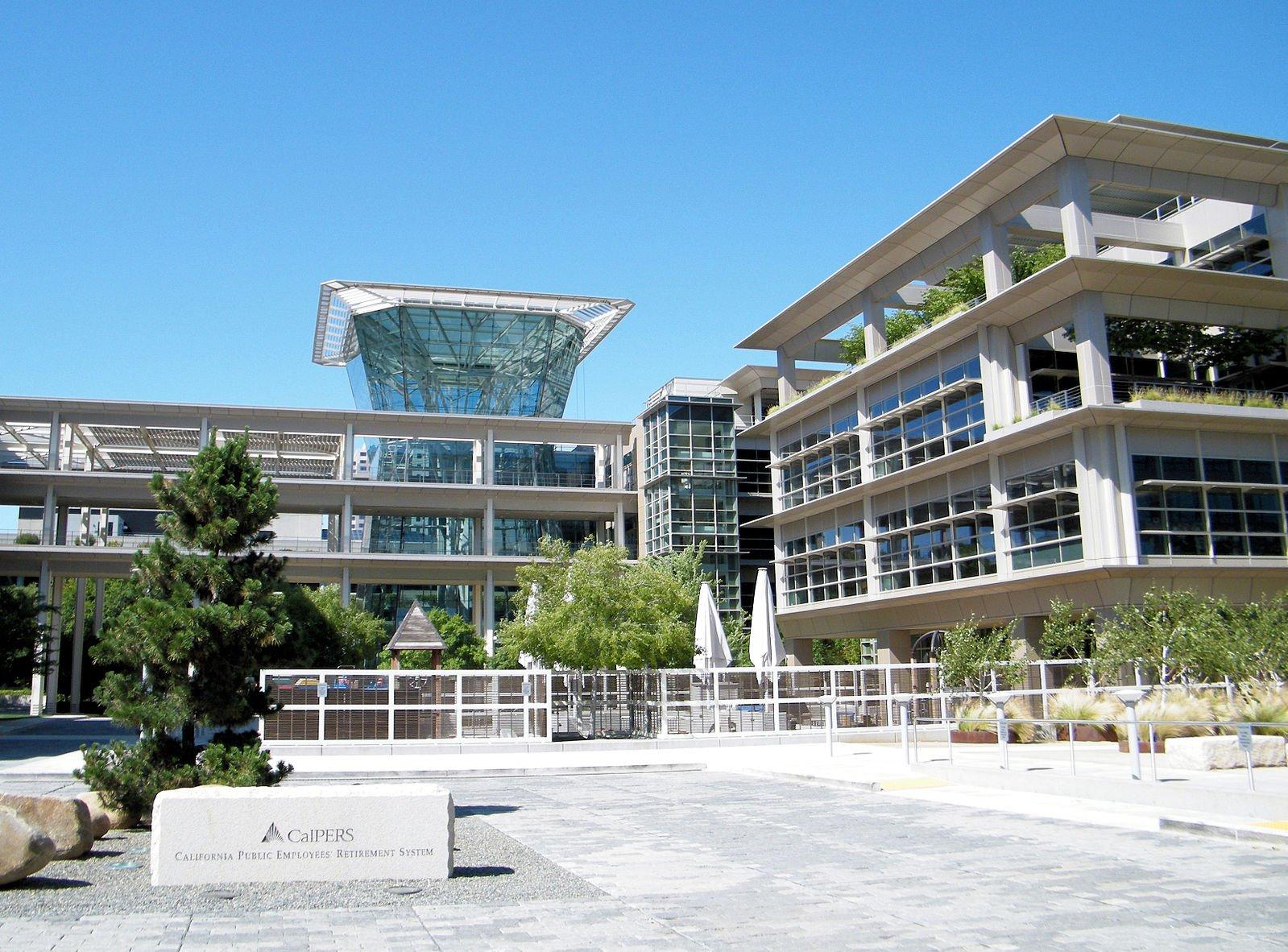 美國退休基金被指幫助中共增置軍事設備,引發關注。圖為美國第一大公務員退休基金「加州公務員退休基金」(CalPERS)。(Wikimedia commons)