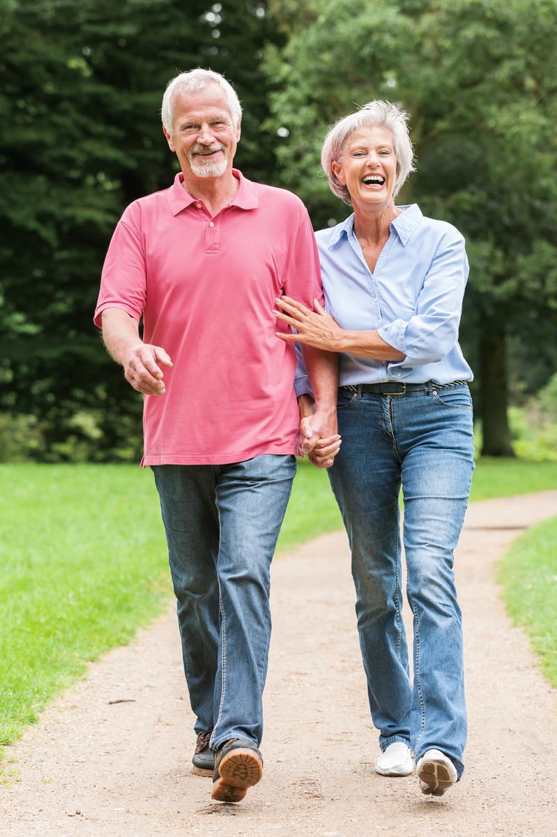 誠然基因和生活方式對人體的衰老起著很大的作用,但卻有很多例外,有人活到八九十歲,甚至超過100歲,可是他們的遺傳基因很差,也從來沒有注意去過潔凈的生活。這到底是怎麽回事呢?(Halfpoint/iStock)