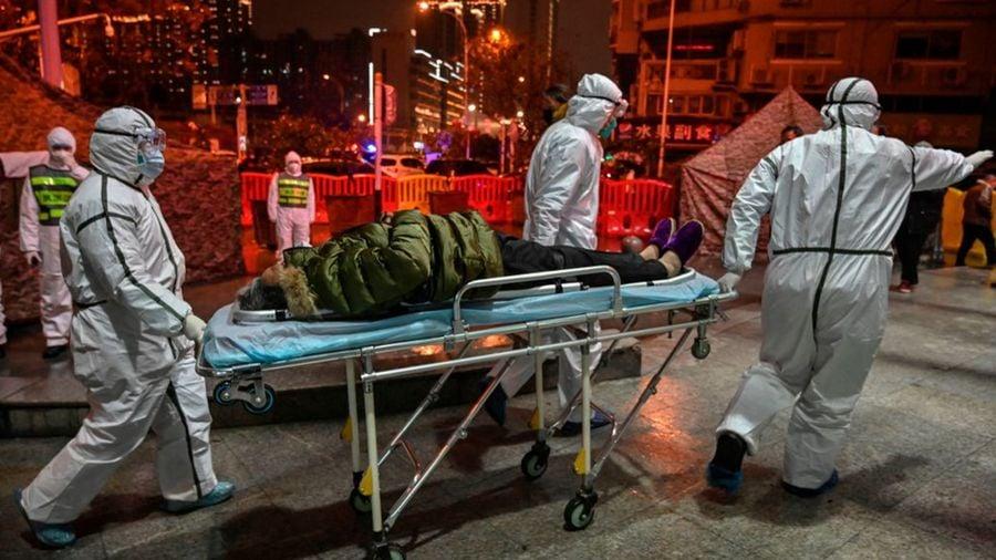中共肺炎疫情肆虐,台灣專家分析至少有五十萬人感染中共病毒。(HECTOR RETAMAL/AFP via Getty Images)