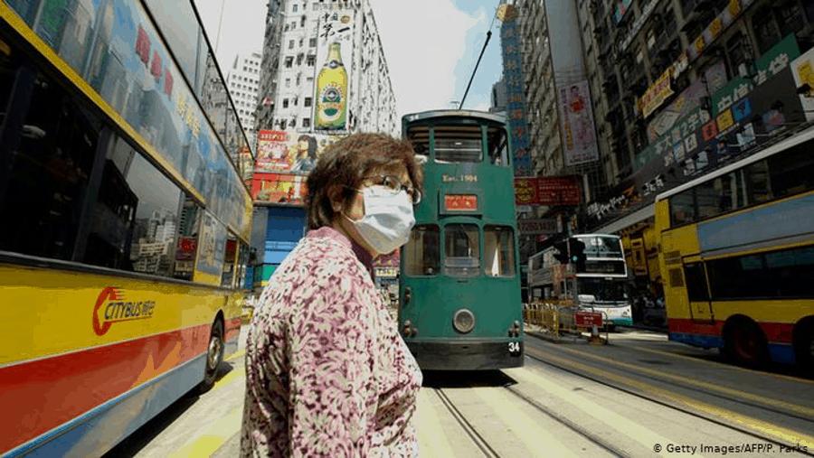 由於新型冠狀病毒疫情的到來,香港正在限制內地遊客入境,並建議本地居民減少外出,這可能給經濟帶來巨大壓力。(Getty Images)