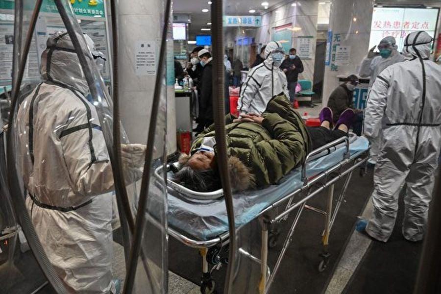 近日,兩名在社交媒體曝光中共肺炎疫情實況的公民記者無故失蹤,引發外媒關注。部份中國專家稱,中共對壓制言論自由的努力更甚於防疫工作。圖為武漢的一家醫院。(HECTOR RETAMAL/AFP via Getty Images)