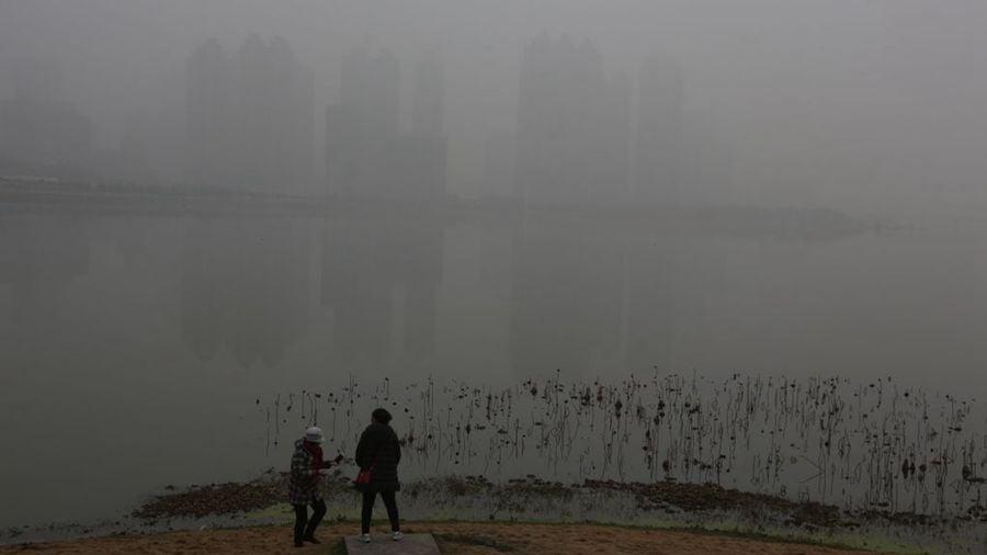 武漢市籠罩在濃重的霧霾中。(資料圖片)(Getty Images)