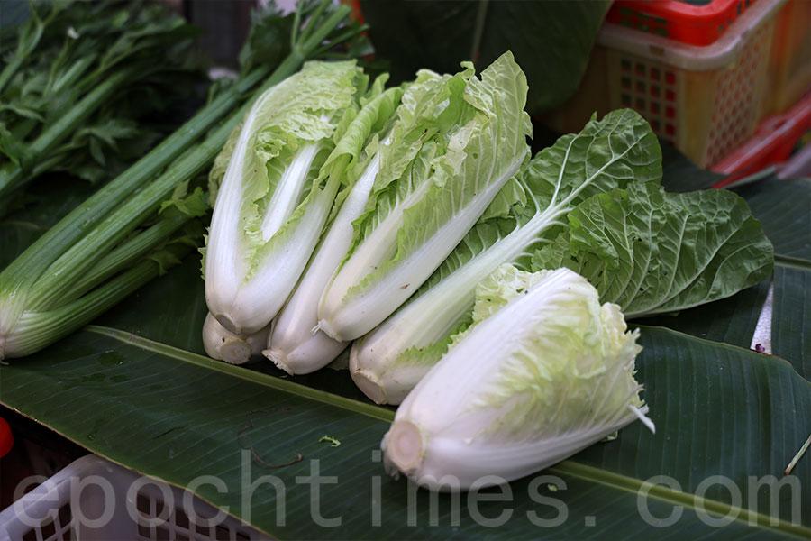 粉嶺馬屎埔村馬寶寶社區農場生產的蔬菜維持如常價格,近期出現供不應求的情況。(陳仲明/大紀元)