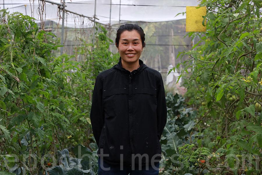 馬寶寶社區農場負責人區晞旻期望港人體會到香港農業的重要性。(陳仲明/大紀元)