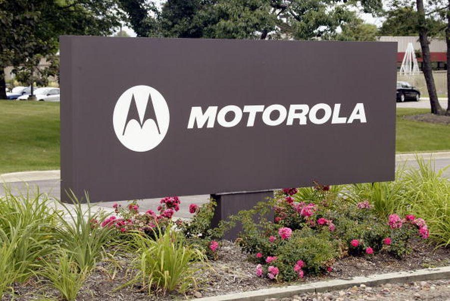 摩托羅拉指控海能達盜竊該公司手持無線電技術等商業秘密案,贏得勝訴並獲賠7.65億美元。美國伊利諾州摩托羅拉公司總部大樓前的招牌。(Getty Images)