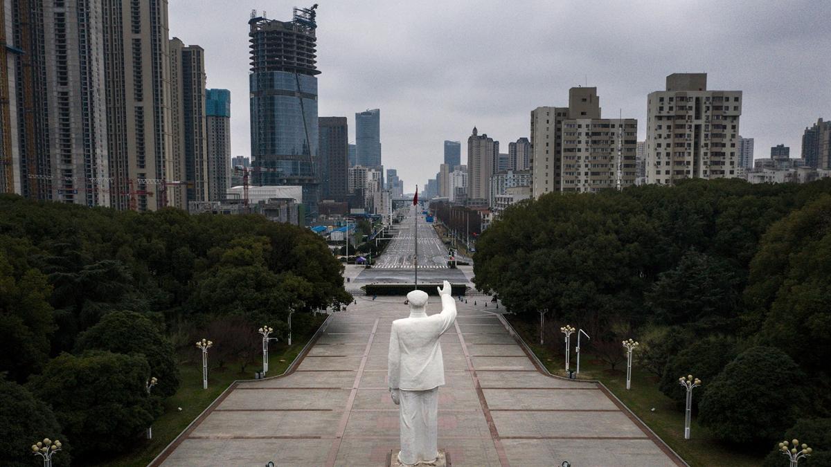 眾多網友的聊天信息顯示,武漢可能要出現大規模餓死人的人道危機。(Getty Images)