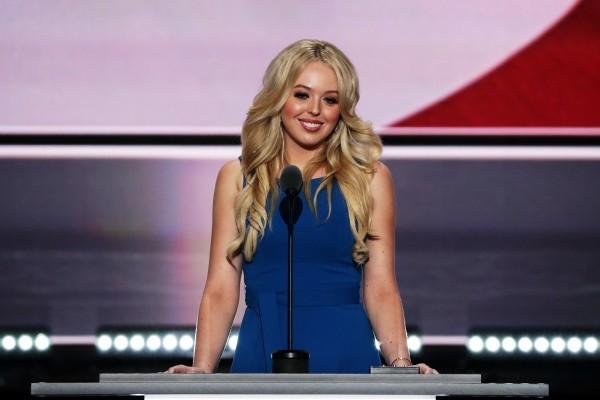 共和黨全國代表大會第二天議程,甚少露面、首次為父親登台演說的蒂芙尼(Tiffany)最受關注,也是搜索引擎谷歌今天(19日)的熱搜人物。(Alex Wong/Getty Images)