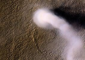 NASA拍到火星上龍捲風 50米寬 650米長