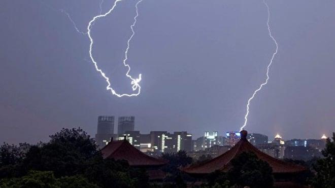諸葛高參發文說,一尊把本來有希望和平轉型到文明社會的中國和自己一舉帶進溝裏。示意圖。( OLLI GEIBEL/AFP/Getty Images)