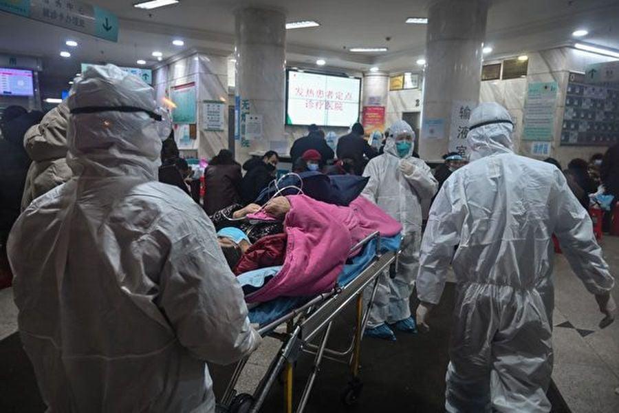 美國一分析師表示,中共當局應對新冠疫情遲鈍,或發生1986年蘇聯應對切爾諾貝利核災事故的後果。圖為武漢的一家醫院。 (HECTOR RETAMAL/AFP via Getty Images)