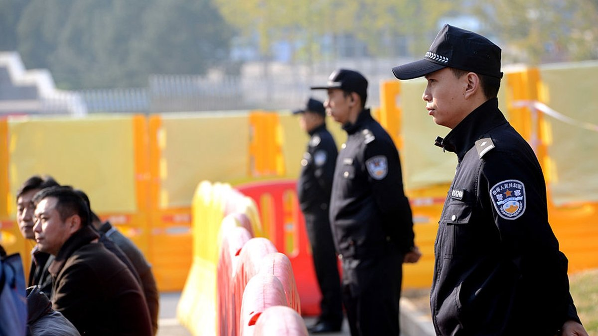 日前,有網友在推特上曝光,山東濟寧監獄爆發中共肺炎疫情。示意圖 (GOH CHAI HIN/AFP via Getty Images)