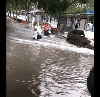 市區部分地區積水嚴重。(網絡圖片)